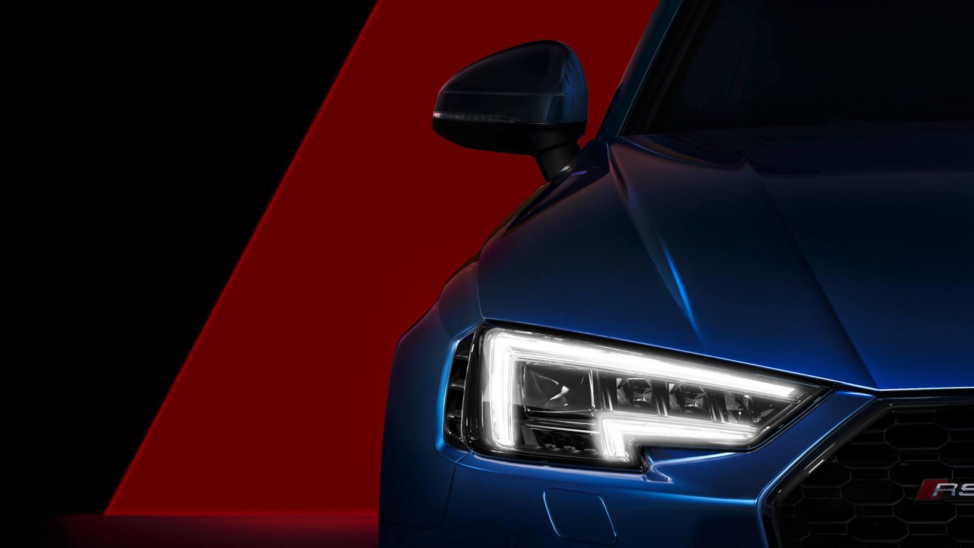 Die optionalen Audi Matrix LED-Scheinwerfer mit dynamischem Blinklicht zeugen von der Kraft des Audi RS 4 Avant.